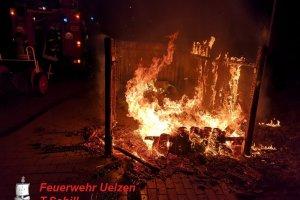 F1 – Brennen Mülltonnen - Uelzen – Oldenstädter Straße  14.07.2019
