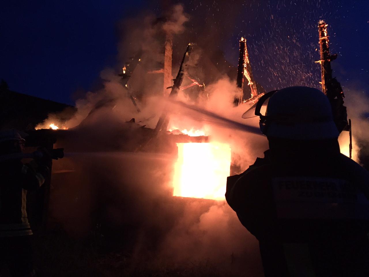 137. Brennt Nebengebäude