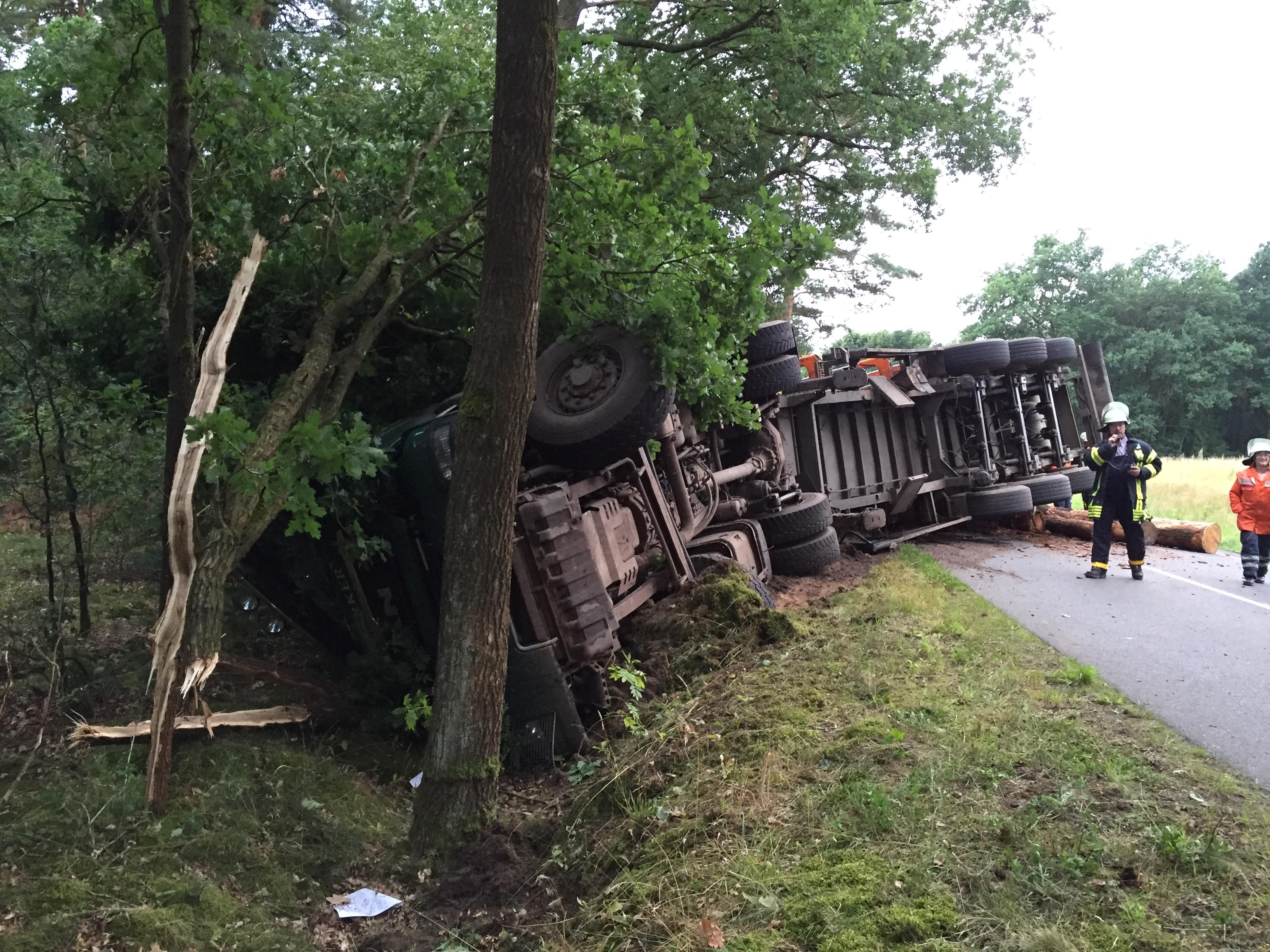 160. Verkehrsunfall mit LKW / Person eingeklemmt