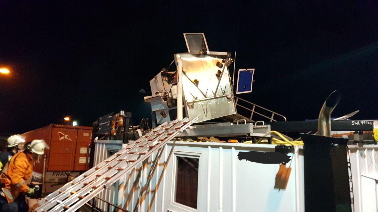255. Hilfeleistung Groß -- Schiffsunfall Schleuse Uelzen I