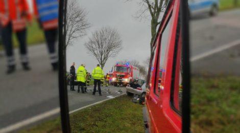 012. Verkehrsunfall - Personen eingeklemmt