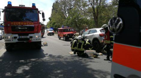 150. Verkehrsunfall - Radfahrer unter PKW eingeklemmt