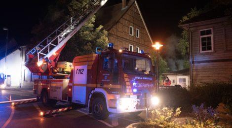 Gebäudebrand in der Innenstadt fordert Uelzener Brandschützer