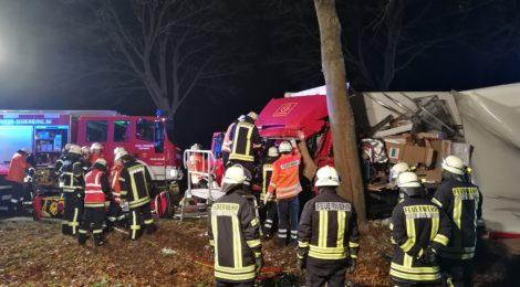 288. Anforderung RW - Verkehrsunfall mit LKW - Person eingeklemmt