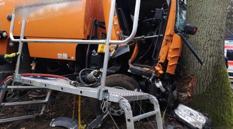 033. Verkehrsunfall mit LKW - Personen eingeklemmt