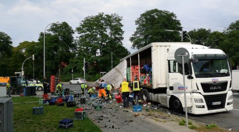 177. Hilfeleistung - - Aufräumarbeiten - LKW hat Landung verloren