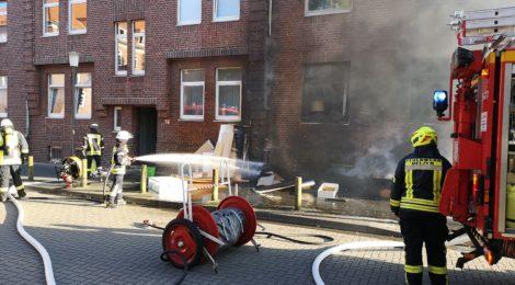 179. F2 - Brennt Sperrmüll direkt am Haus