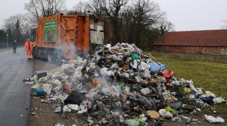 035. F1 - Müllwagen qualmt aus Ladebereich